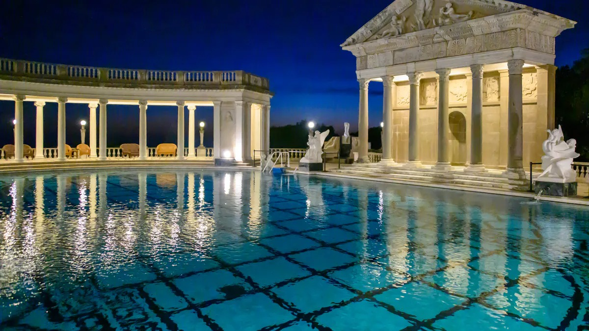 "<span class=""image-caption"">Hearst Castle's Neptune Pool, high above California's Central Coast</span>"
